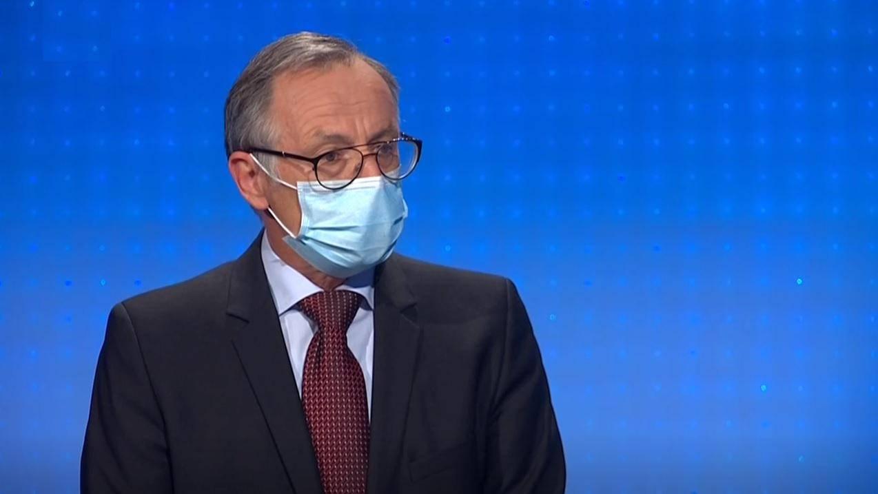 Profesor Mojmir Mrak z ekonomske fakultete v Ljubljani je bil gost v Odmevih. Foto: TV Slovenija/zajem zaslona