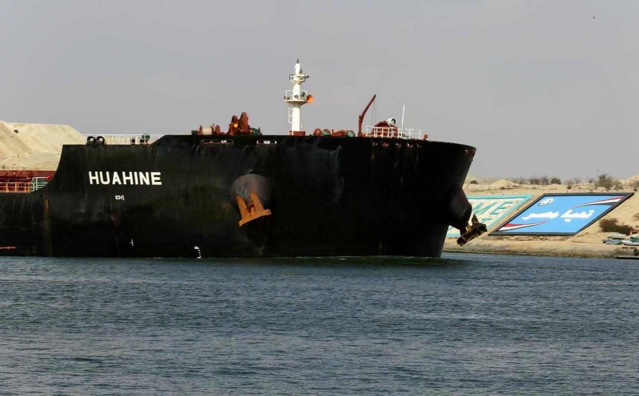 Promet skozi Sueški prekop znova poteka v polnem obsegu. Foto: Reuters