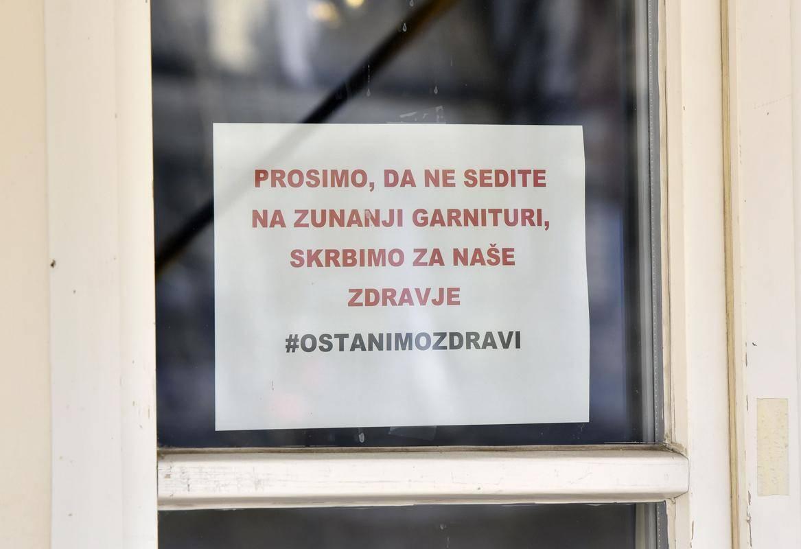 Državni sekretar Simon Zajc je poudaril, da na gostince in turizem niso pozabili. Foto: BoBo