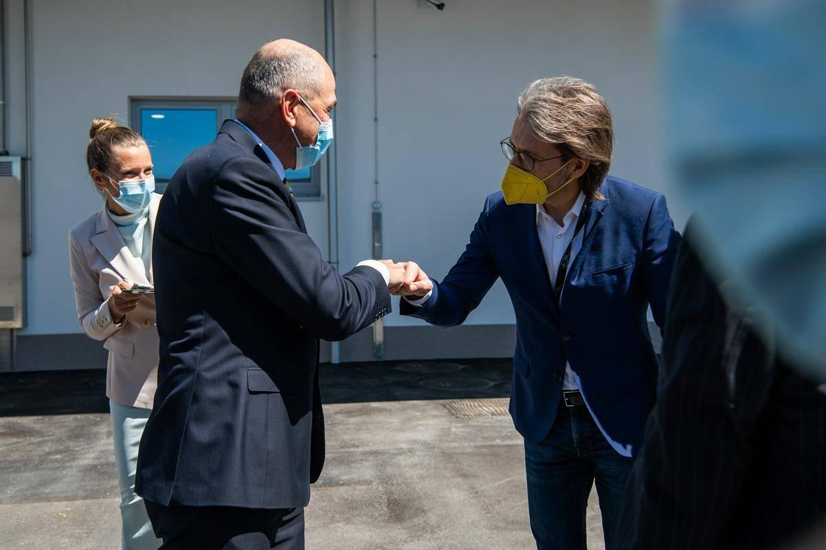 Predsednik vlade Janez Janša na odprtju novih prostorov v Ajdovščini. Foto: Twitter/Vlada RS