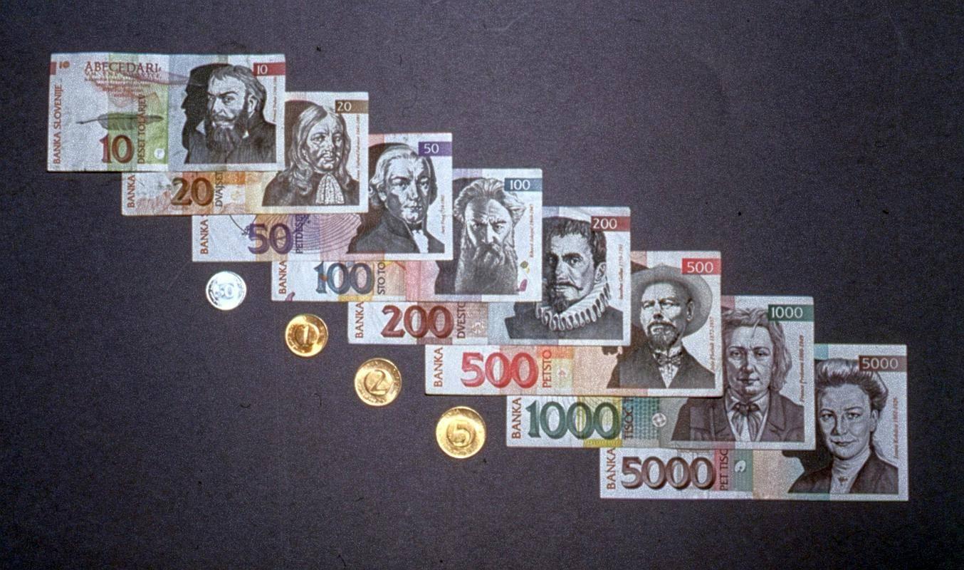 V muzeju so na ogled ključni mejniki naše države, med drugim tudi uvedba naše prve nacionalne valute tolarja. Foto: BoBo