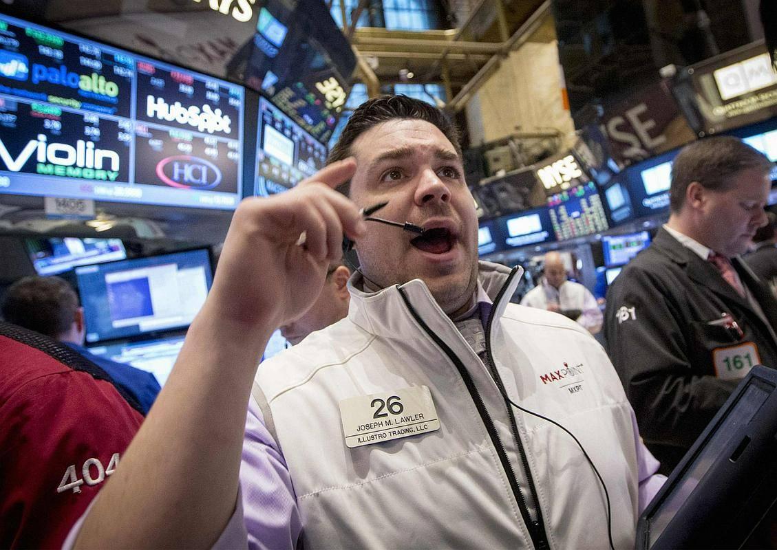 Čeprav delnice v New Yorku trenutno kotirajo pri 23-kratniku pričakovanega dobička v naslednjih 12 mesecih, kar je občutno nad dolgoletnim povprečjem (15), številni verjamejo, da je še nekaj prostora za rast, še posebej zato, ker naj bi dobički podjetij v indeksu S & P 500 v prvem četrtletju porasli celo za 46 odstotkov. Na začetku aprila so analitiki pričakovali 24-odstotno rast. Foto: Reuters