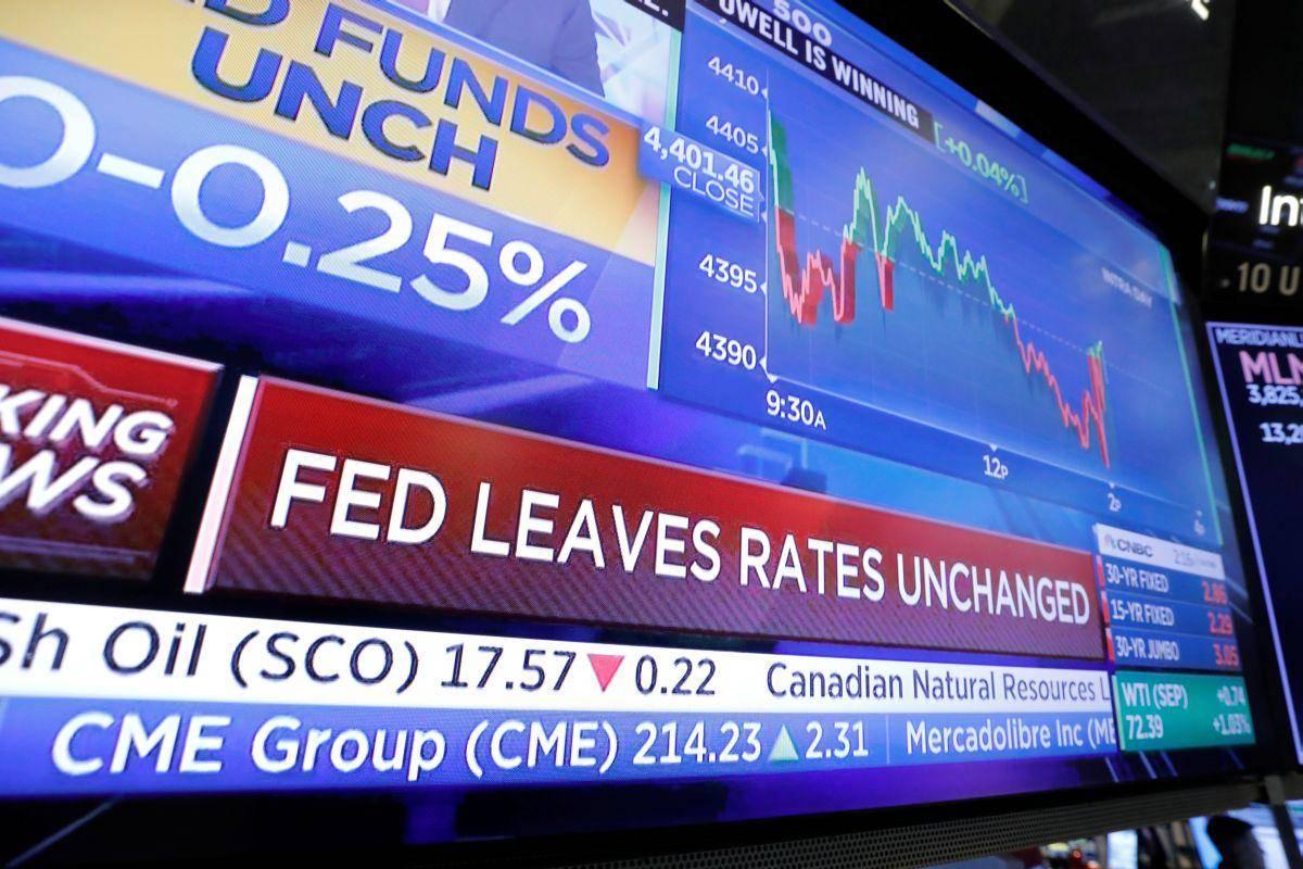 Pričakovano sporočilo ameriške centralne banke: obrestne mere ostajajo nespremenjene, torej na ničelni ravni. Še več, po zadnjem zasedanju Feda so lahko vlagatelji prepričani, da vsaj še kakšni dve leti ne bodo doživeli dviga obrestne mere, je pa res, da utegne Fed že jeseni začeti omejevati program kvantitativnega sproščanja. Foto: Reuters