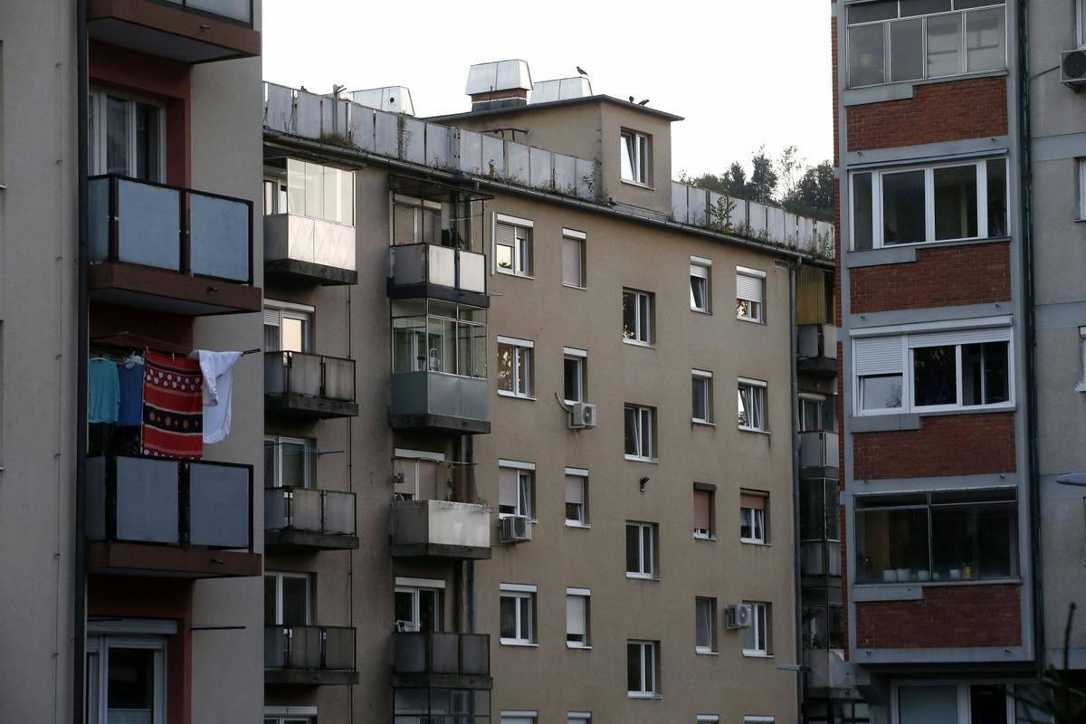 Glavno mesto kot gospodarsko, upravno in univerzitetno središče države hkrati predstavlja daleč največji in najbolj razvit trg stanovanjskih nepremičnin v državi, v poročilu o slovenskem trgu nepremičnin za leto 2020 ugotavlja Geodetska uprava RS. Foto: BoBo/Borut Živulović