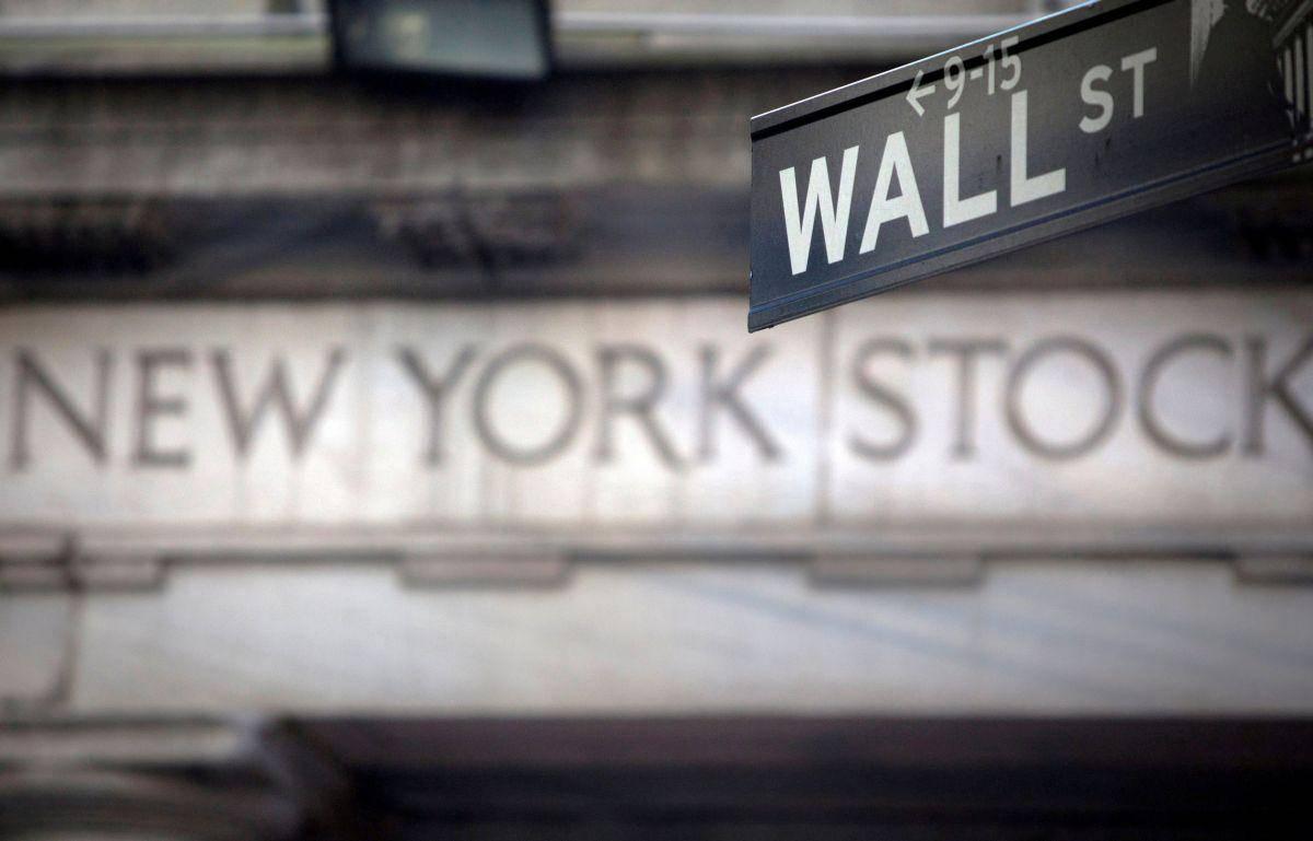 Analitiki pri Deutsche Banku so ob izjemnih četrtletnih dobičkih ameriških korporacij (v obdobju april-junij naj bi v primerjavi z istim lanskim obdobjem poskočili za skoraj 90 odstotkov) zvišali ciljno vrednost indeksa S&P 500 in menijo, da bo konec leta kotiral pri 4500 točkah. To je dobra dva odstotka več od prejšnje ocene (4395 točk). Foto: Reuters