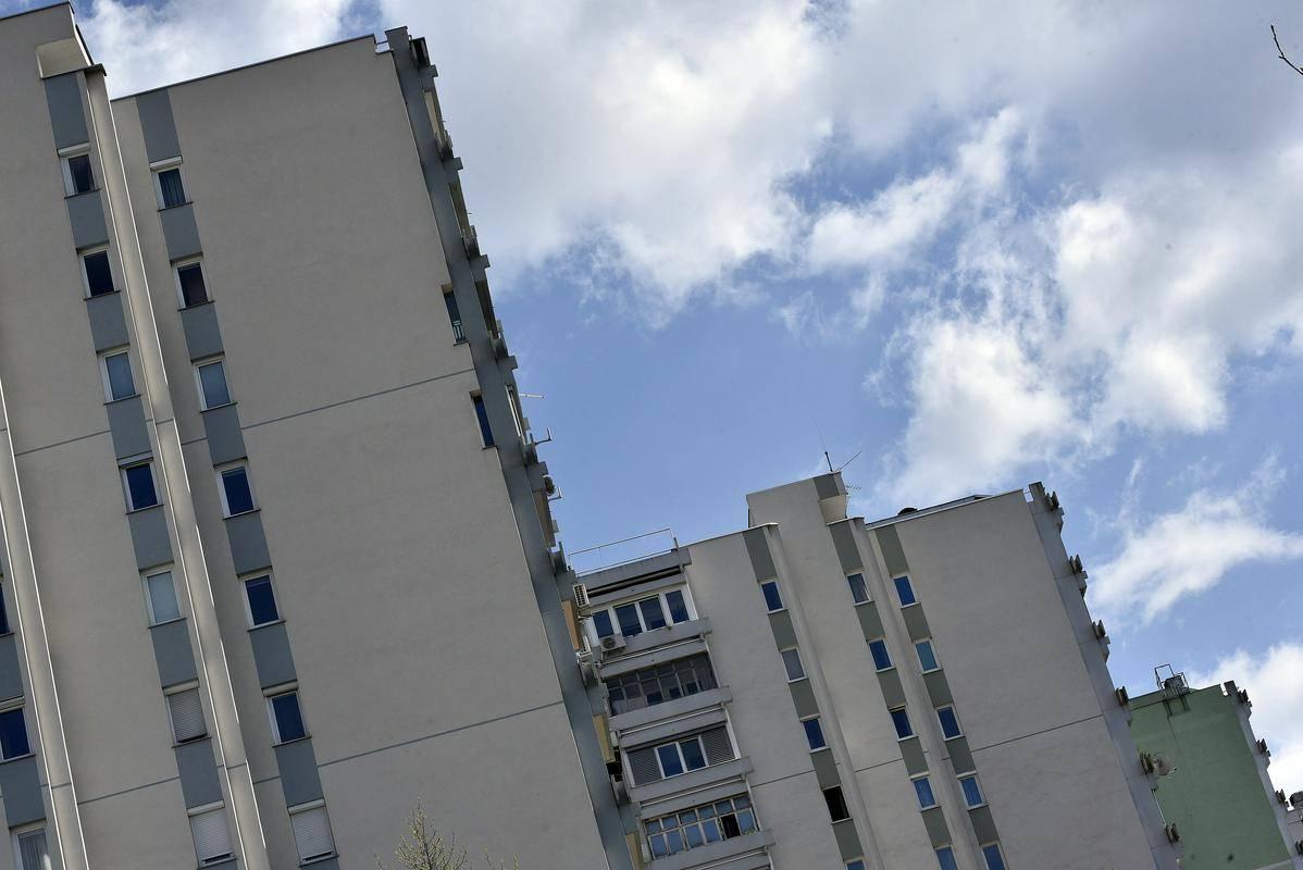 Po cenah stanovanjskih nepremičnin, še bolj pa zemljišč, močno izstopa Ljubljana. Rast je bila od leta 2015 rekordna, saj so se na primer cene stanovanj v večstanovanjskih stavbah zvišale tako rekoč za polovico. Foto: BoBo