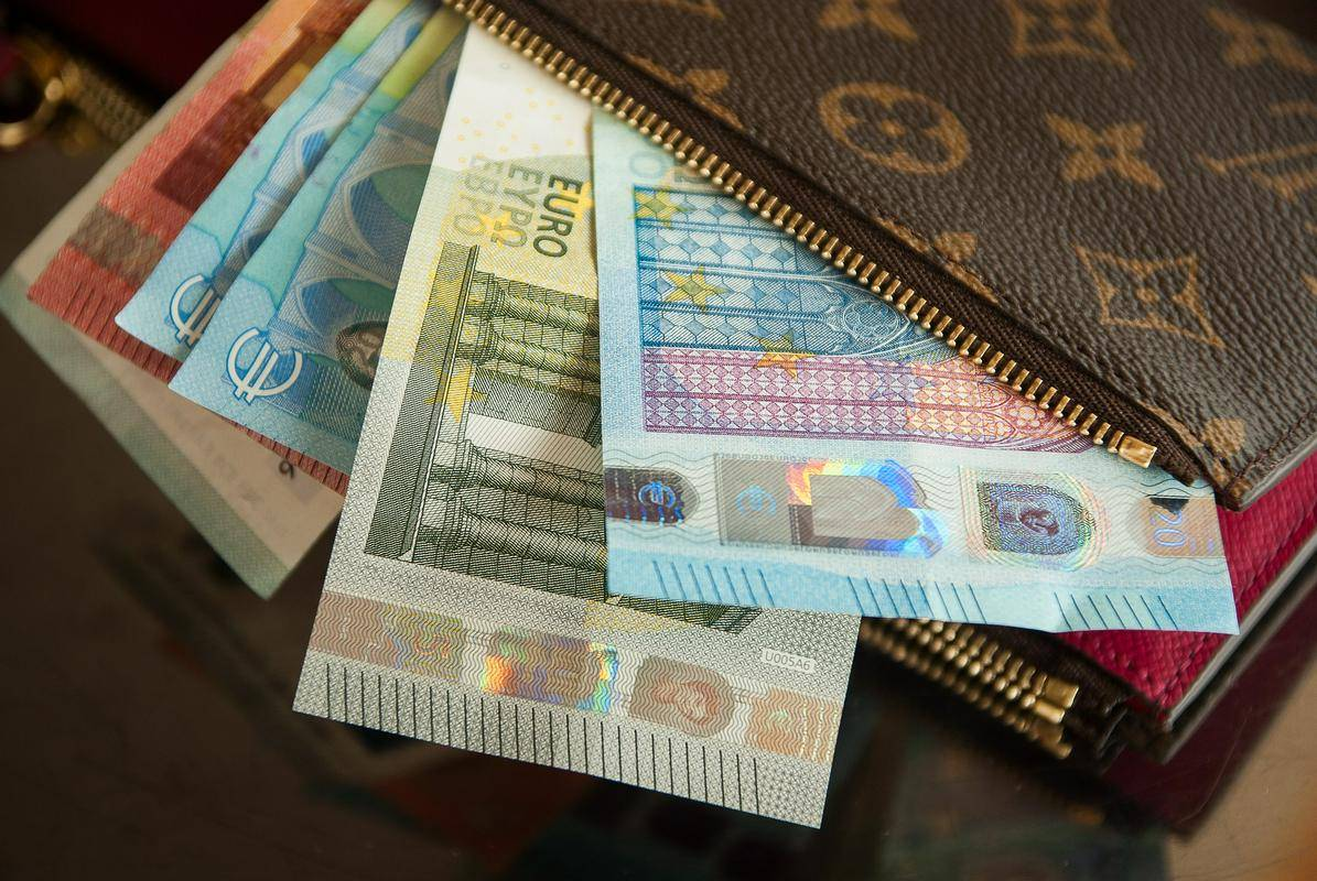 Gospodarstvo je letos večkrat izpostavilo, da je socialna kapica nujna, k njeni uvedbi so tudi večkrat pozvali. So si pa prizadevali, da bi bila meja nižja - pri 2,5-kratniku povprečne plače oz. pri plači 4600 evrov bruto. Foto: Pixabay