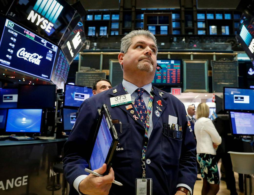 Newyorški indeks S & P 500 se je letos do konca avgusta povzpel za dobrih 20 odstotkov. Zgodovina kaže, da je bila v veliki večini primerov tudi ob koncu leta njegova rast dvoštevilčna, kadar se je že do konca avgusta tako dobro odrezal, sta pa dve razvpiti izjemi: leti 1929 in 1987, ko je borza doživela hud zlom. Foto: Reuters