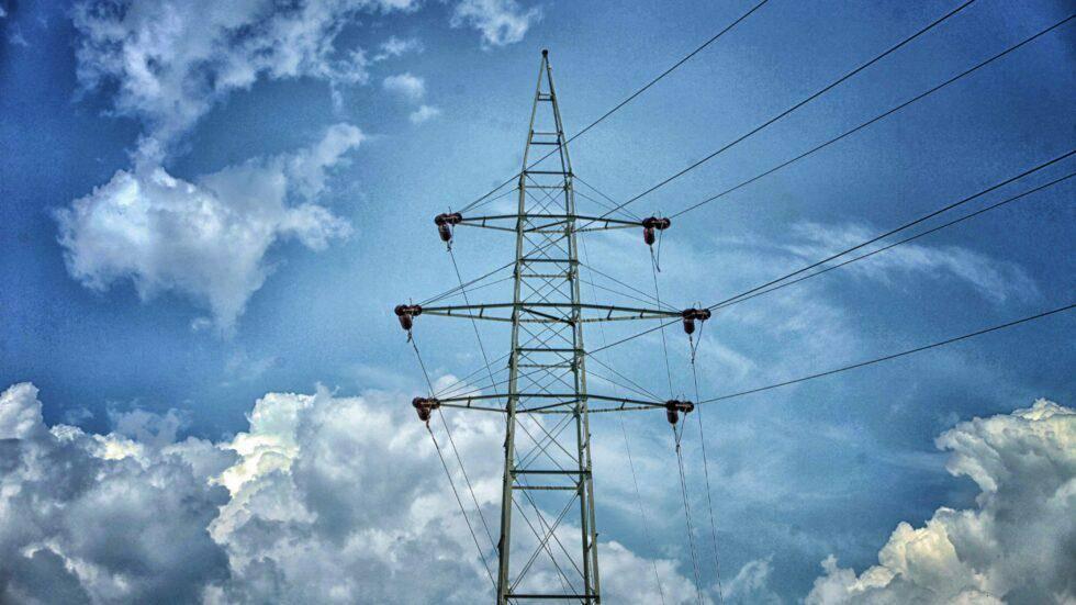 Cena električne energije se je letos podvojila, cena zemeljskega plina pa povečala skoraj za trikrat. Foto: Radio Slovenija