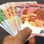 Minimalna plača: Ob odsotnosti socialnega dialoga sindikati in delodajalci vsak na svoji strani